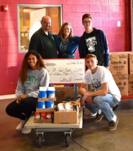 Trinity Students Visit Food Bank in Service to Community